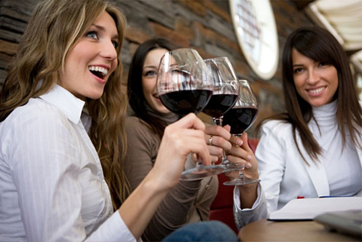 hotels-women-babysharks-the-outsider-wine-tasting-women-e1390592066963
