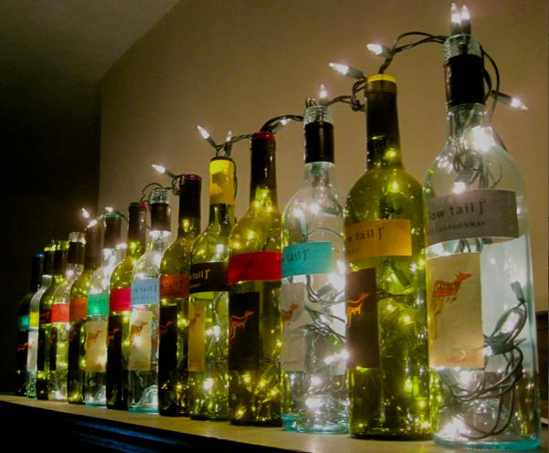 10 ideas para reciclar botellas de vino en navidad the - Como sorprender en navidad ...